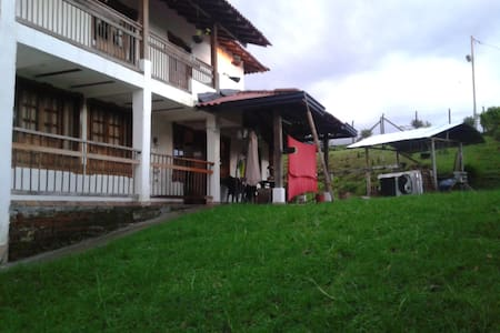 Private rooms in this villa on hills. - Circasia - Haus