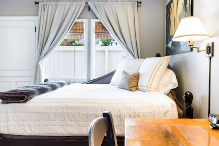 Private Entrance Guest Suite with Garden near the Beach