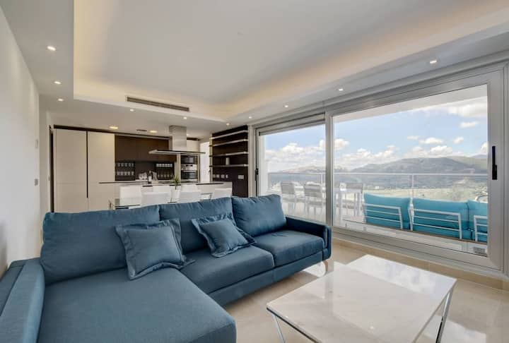 Luxury Flat with Sea and Mountain Views