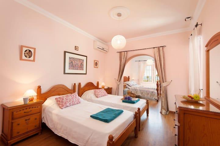 habitacion familiar, doble con 2 camas de 90
