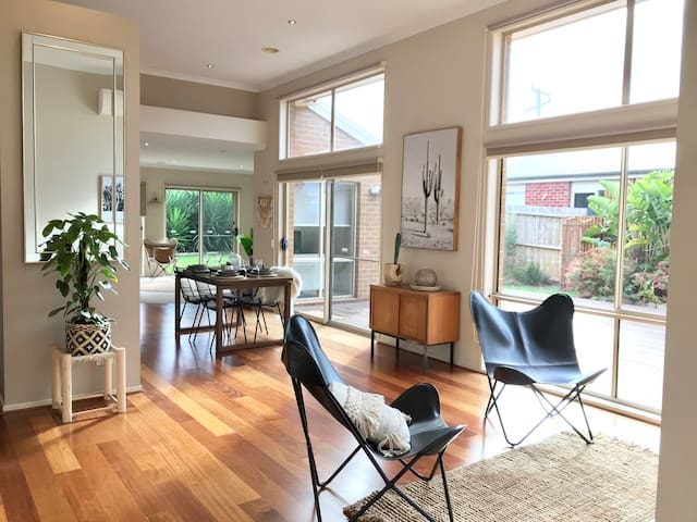 Modern 4 Bed House with Large Lush Garden