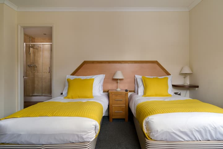 Ensuite Twin room - St Andrews Hotel