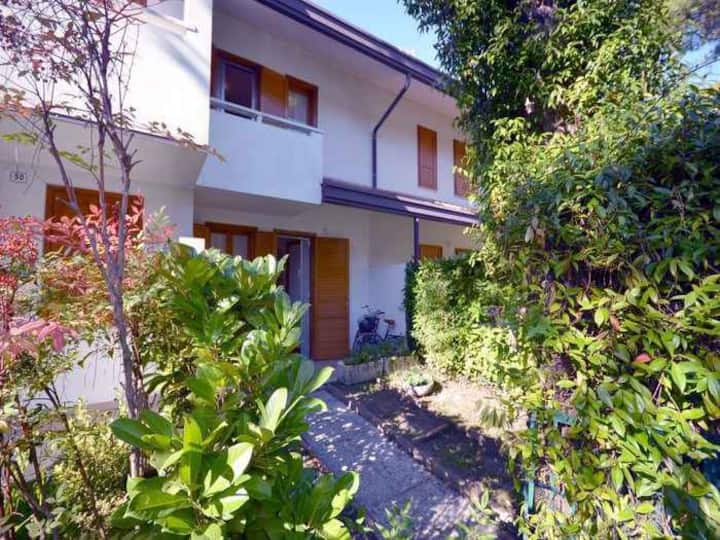 Villa for 5+2 pers with a/c in Lignano R102704