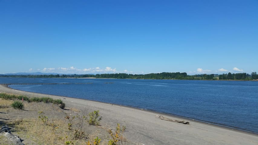 Sauvie Island-Overlooks Columbia River-RV - Portland - Camper/RV