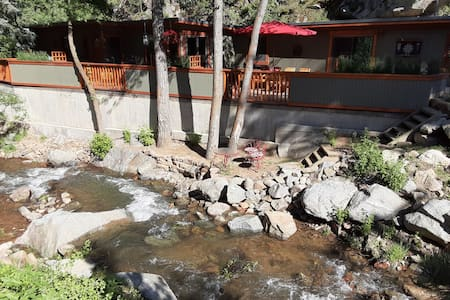 Creek side Home less than 10 minutes from Boulder