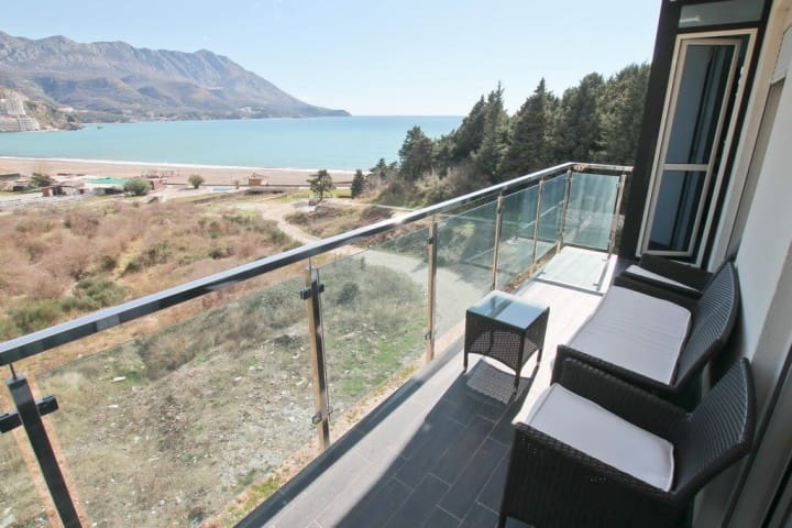 Modern apartment in Becici with sea views - Bečići