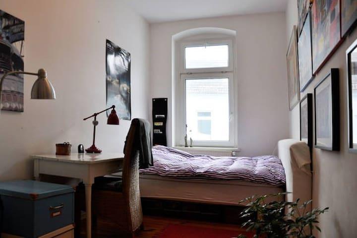 Nice room In Friedrichshain Berlin - Berlim