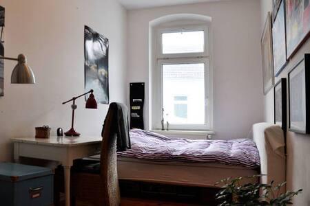 Nice room In Friedrichshain Berlin - Berlin