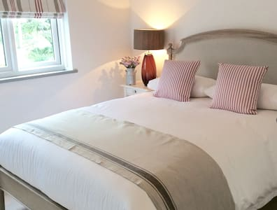Yew Tree Farm Cottage, Tattenhall, Cheshire - Tattenhall - House