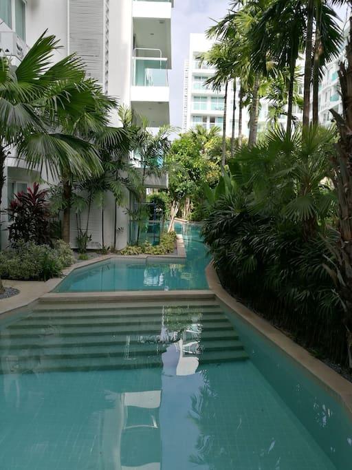 游泳池一角
