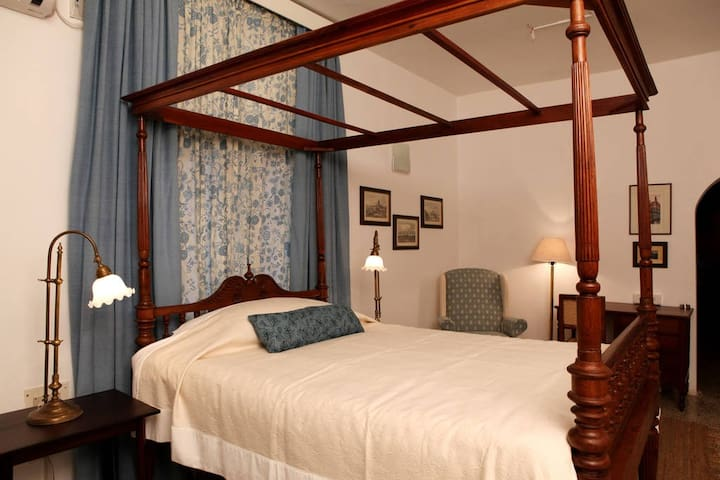 Unwind in an Old World at The Frangi House - Chennai - Daire
