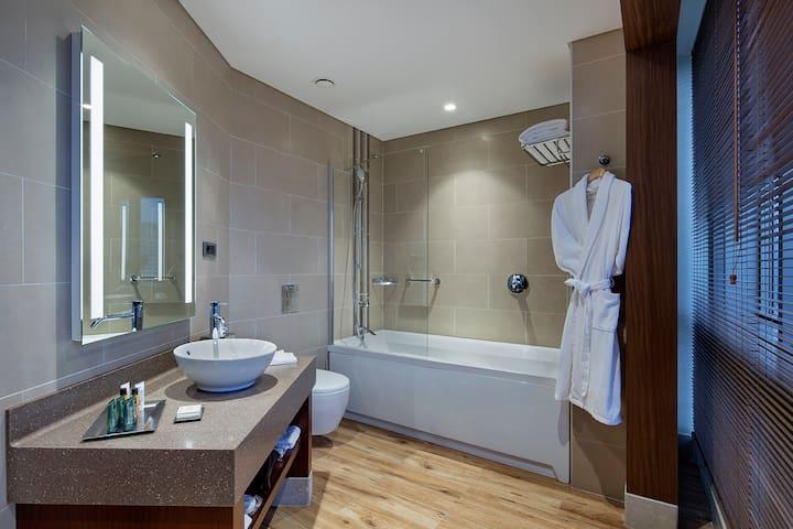 Hilton Corlu Suit Room