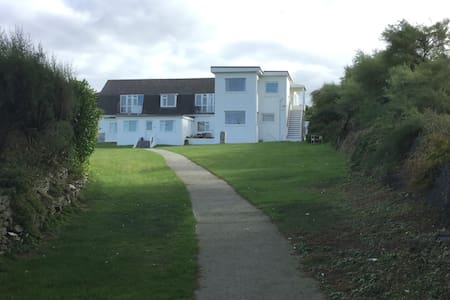 Constantine Bay  5 Sandhills  cosy beach apartment - Constantine Bay