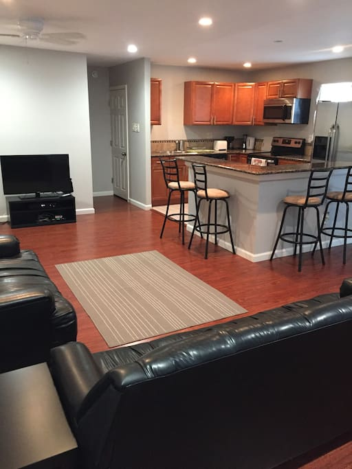 Comfy 2 Bedroom Phillips Apartment With Parking Apartments For Rent In Philadelphia
