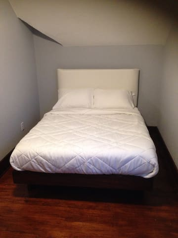 Room with private bathroom - Champaign - Hus