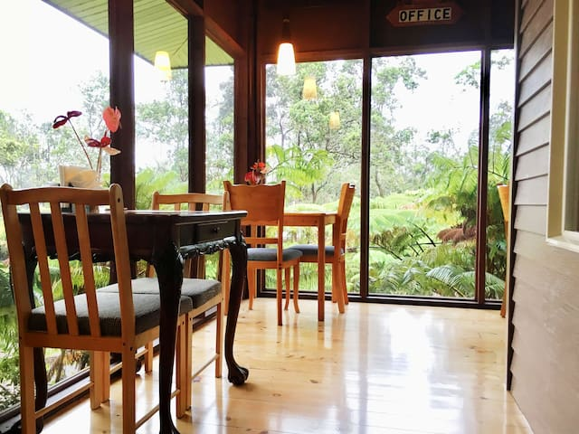 Beautiful Private Room w/ breakfast Volcano Forest