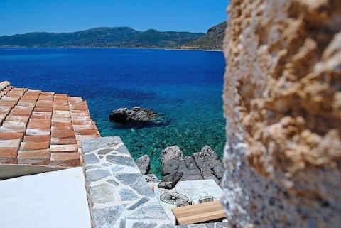 アルミのゲストハウス:文字通り海の上の小さな宝石
