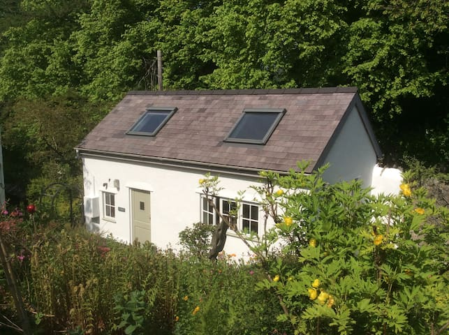Self contained garden cottage - Llanrug - Haus