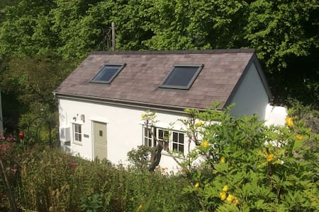 Self contained garden cottage - Llanrug - Casa