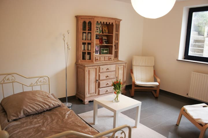 Souterrainwohnung auf Obsthof - Krefeld - Apartamento