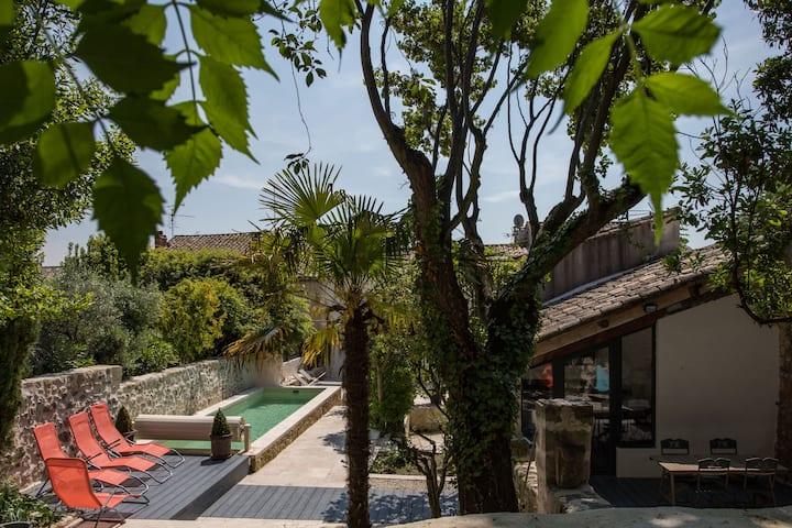 Uzès historique, Gîte de charme, piscine chauffée