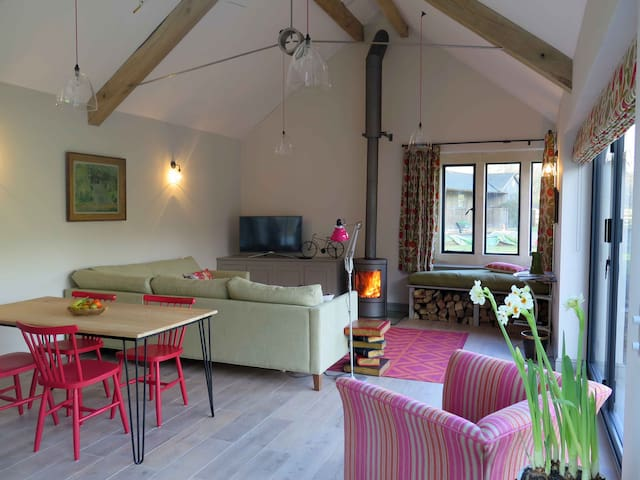 Stunning 2 bed Cotswold cottage, sleeps 4 - Rendcomb - Huis
