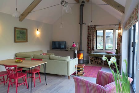 Stunning 2 bed Cotswold cottage, sleeps 4 - Rendcomb - Casa