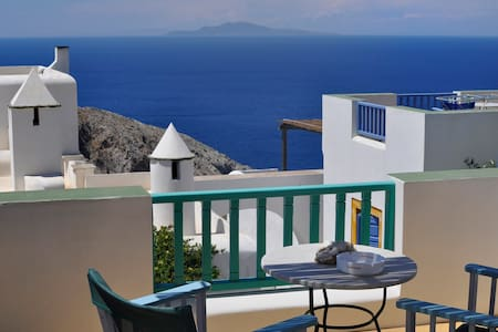 Island studio with panoramic views and location. - Pis