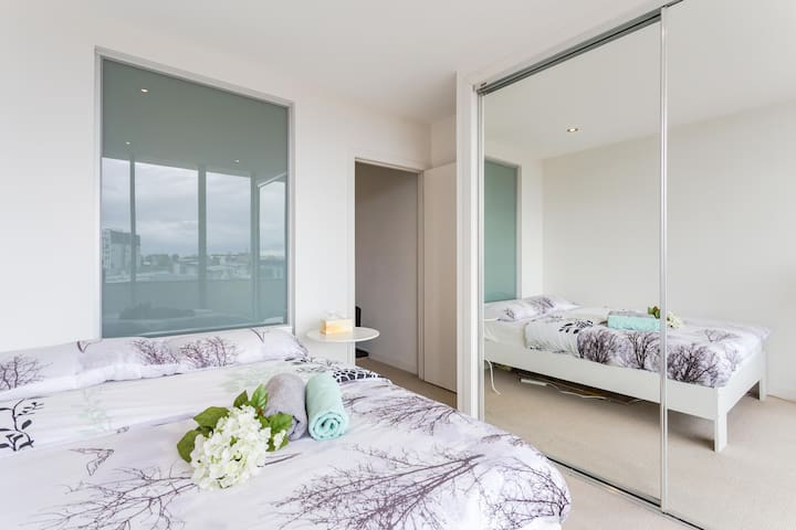 Entire Room for Family in CBD Area! - Carlton
