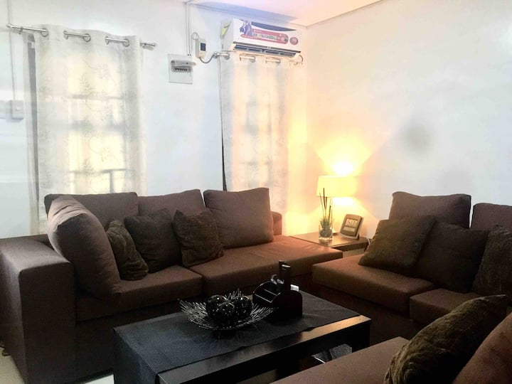Cozy House in Angeles City! (5-10mins to Clark)