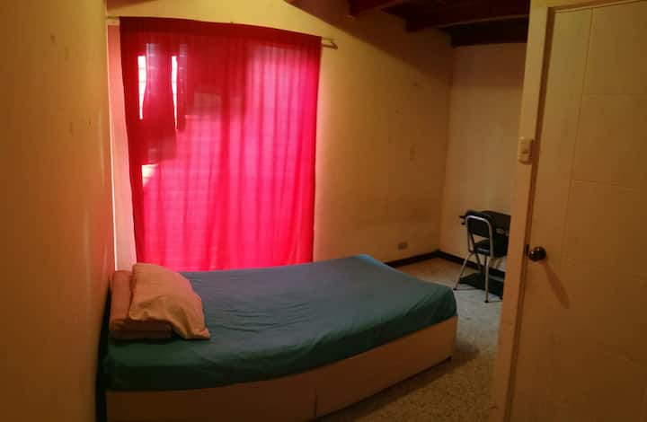 Habitación zona 15, lugar tranquilo para descansar