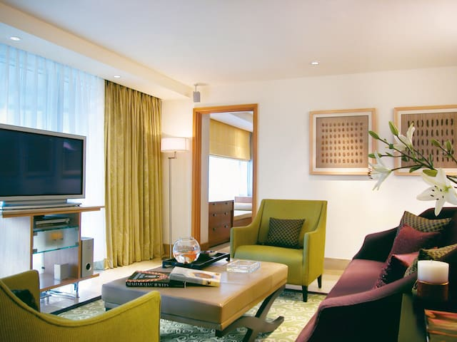 7 Star Luxurious 2BHK Apartment In Colaba, Pets✓