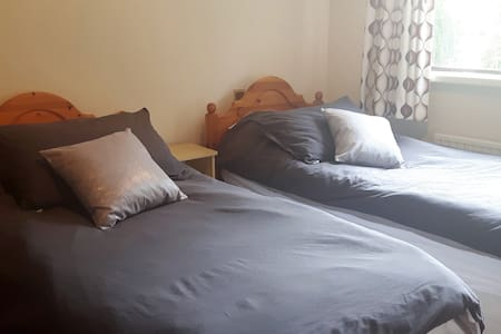 Large twin bed room with en-suite - Dublin - Haus