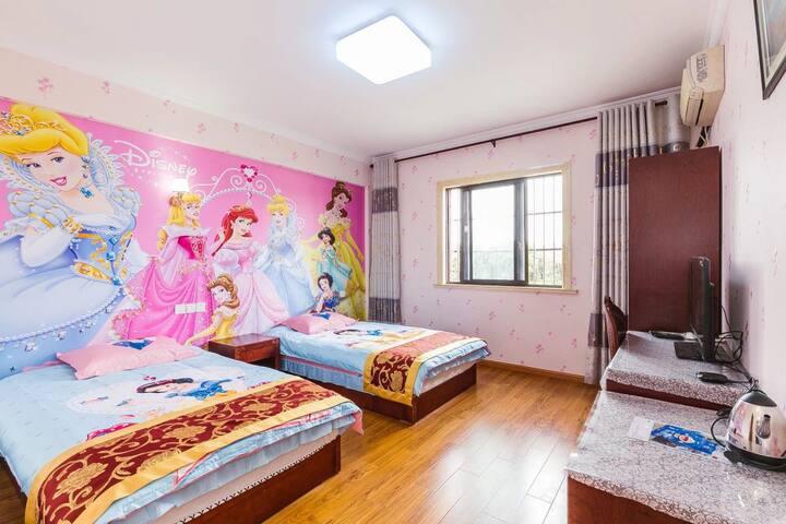 乐园附近白雪公主主题双床房 迪士尼接送 赠双早