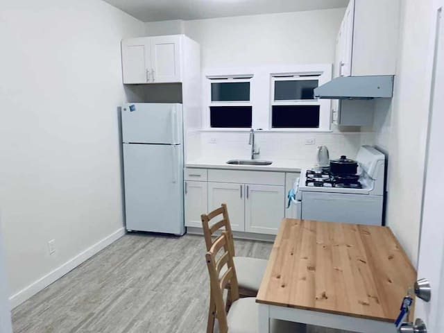 Private Two Bedroom Apartment minimum  stay a week
