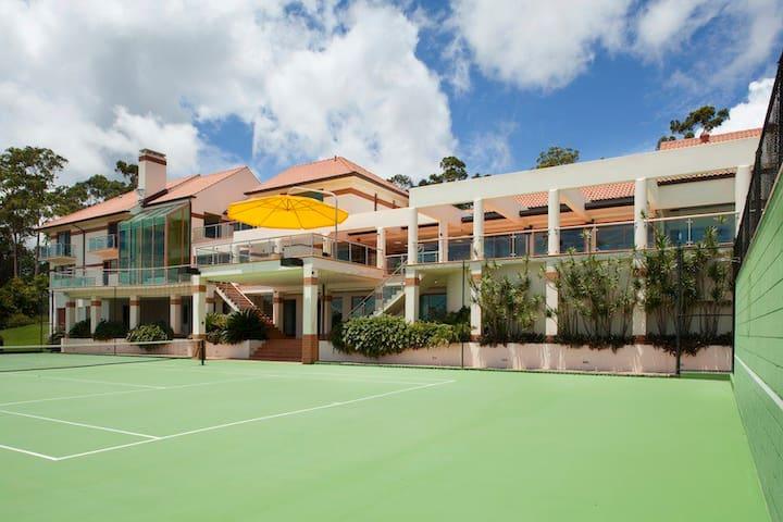 Luxury Private Celebrity Hideaway - Tallai - Villa