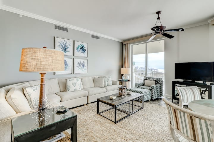 Gulf Front View, 3-Bedroom with wrap-around Balcony, Spacious & Updated!
