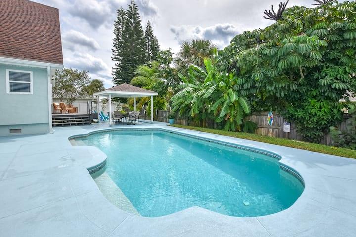 The Flamingo House - Heated pool, walk to beach