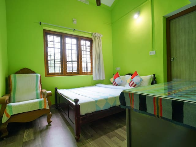OYO - Cosy 3 BHK home at lowest prices in Munnar