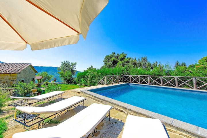 Villa Margherita Uno - Holiday Villa Rental with swimming pool in Cortona, Tuscany