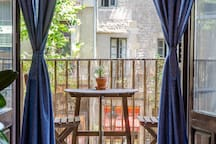 LUXURY ROOM W BALCONY• CATHEDRAL VIEW•VINTAGE HOME