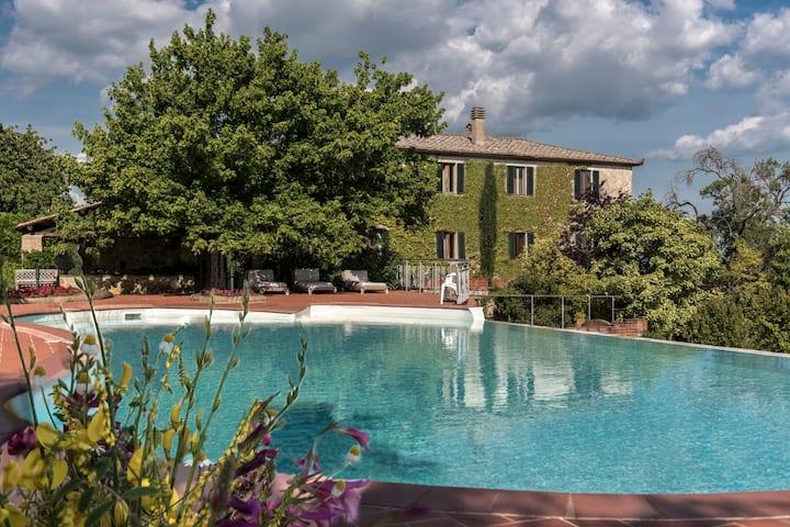 Dipendenza  villa for 8/11 ,pool