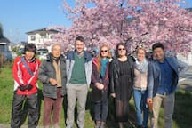 Together withv guests under the cherry blossom tree