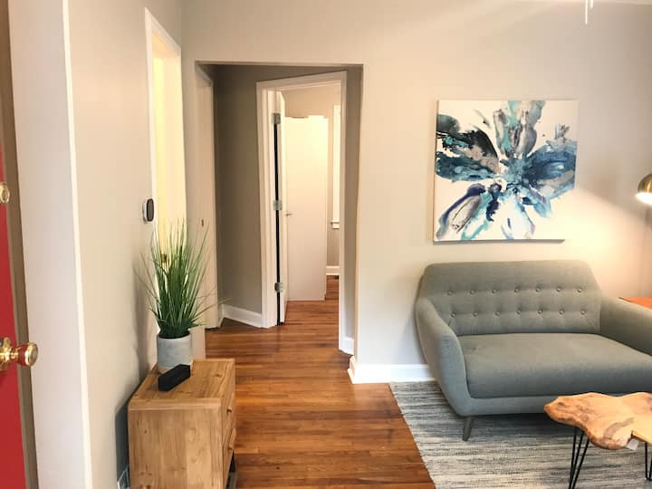 Modern 2BR Private Carriage House Apartment