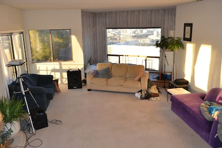 Airy room in Potrero house with 360 SF view - San Francisco