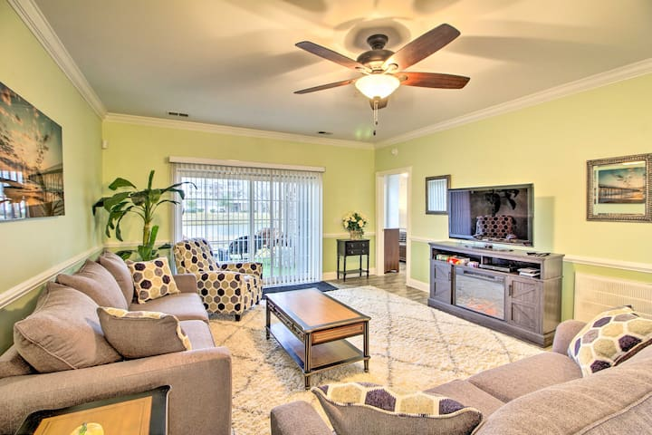 NEW! Condo w/ Views: Beach, Shop & Dine Nearby!