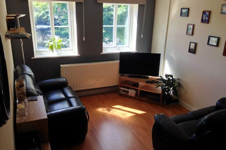 Well located and spacious 2 bed apartment. - Westbury