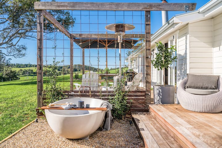 Complete privacy with only a passing kookaburra or friendly calf