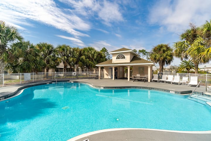 5 Mins From Beach! Community Pool! Central PCB! House!