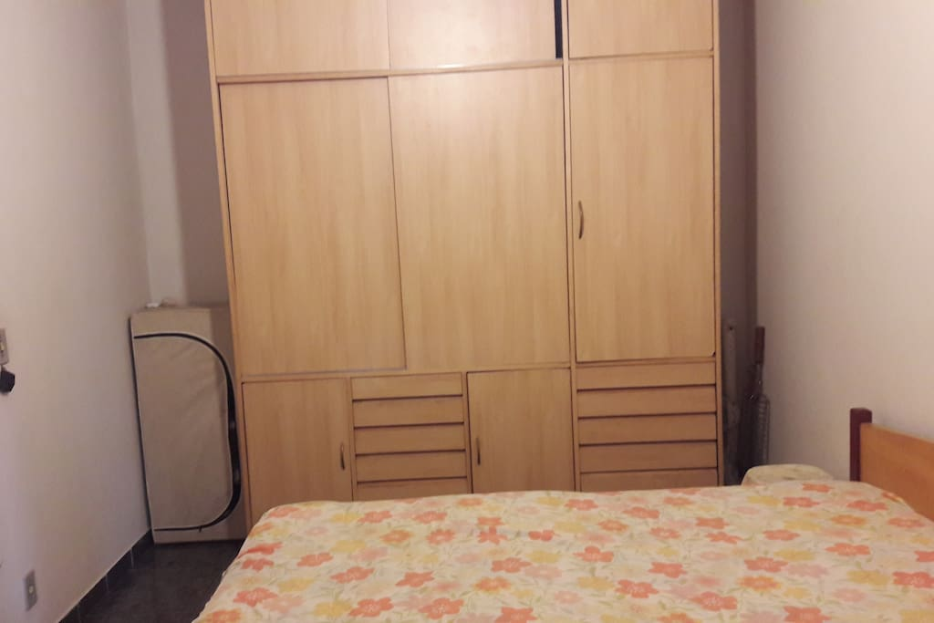 quarto de casal no terreo. cama box